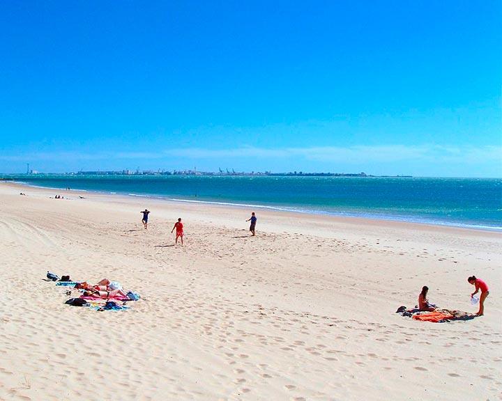 San Fernando plage baigneuses ont AirVoice